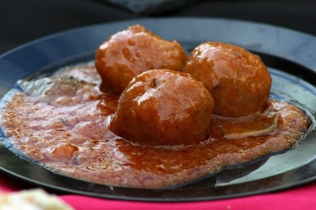 typical and traditional food in brussels, meatballs