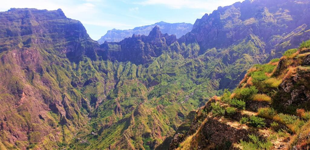 montains surrounding xoxo santo antao