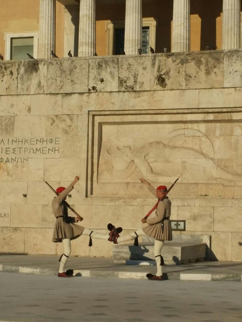 athens, atenas, crisis, greece, tourism, travel, viajar, que hacer, what to do, eat, comer, evzone