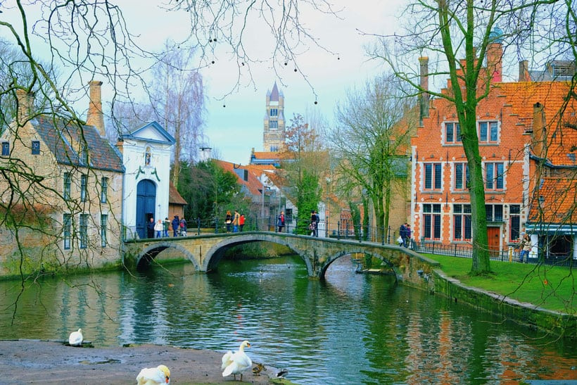 bruges, photo, photography, what to do, things to do, best places, best spots, square tower, where to sleep, what to see, where to eat, food, brussels, day trip, train, history, square, market, beguinage, brugge, beer, minnewater, park, location, place