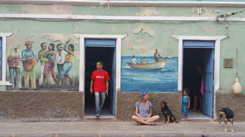 visit cape verde, discover mindelo, happy girl in mindelo, wall painting,