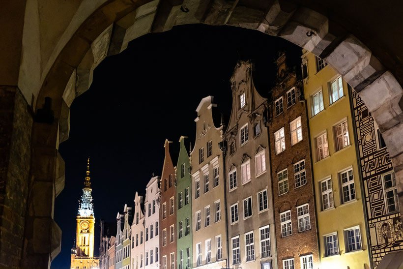 viewpoints in gdansk, gdansk main town hall lit up at night