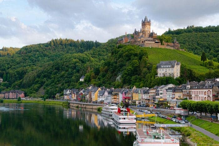 Top Things To Do in the Romantic Rhine Valley, Germany incl. German castles, towns, Rhine river cruises | Discover the most scenic attractions and hikes in Upper Middle Rhine with this Travel Guide + Map. #rhineriver #rivercruise #rhinecastle #germany