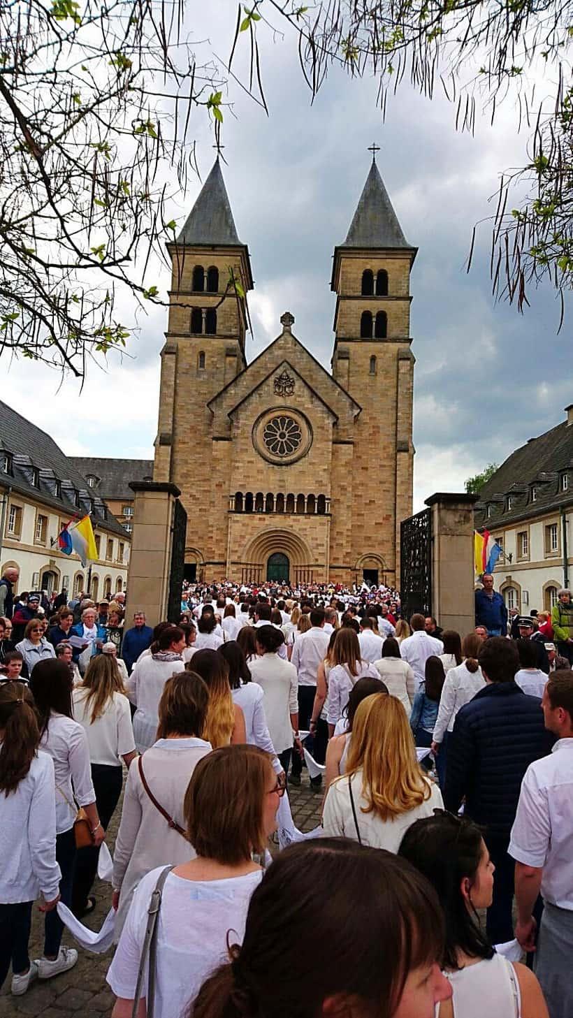 Luxembourg, luxemburgo, turismo, tourism, echternach, visit, que hacer, restaurants, willibrord, dancing procession, denzelt, medieval, maket place, culture, hiking, nature, naturaleza, senderismo, grave, shrine, saint, pilgrimage