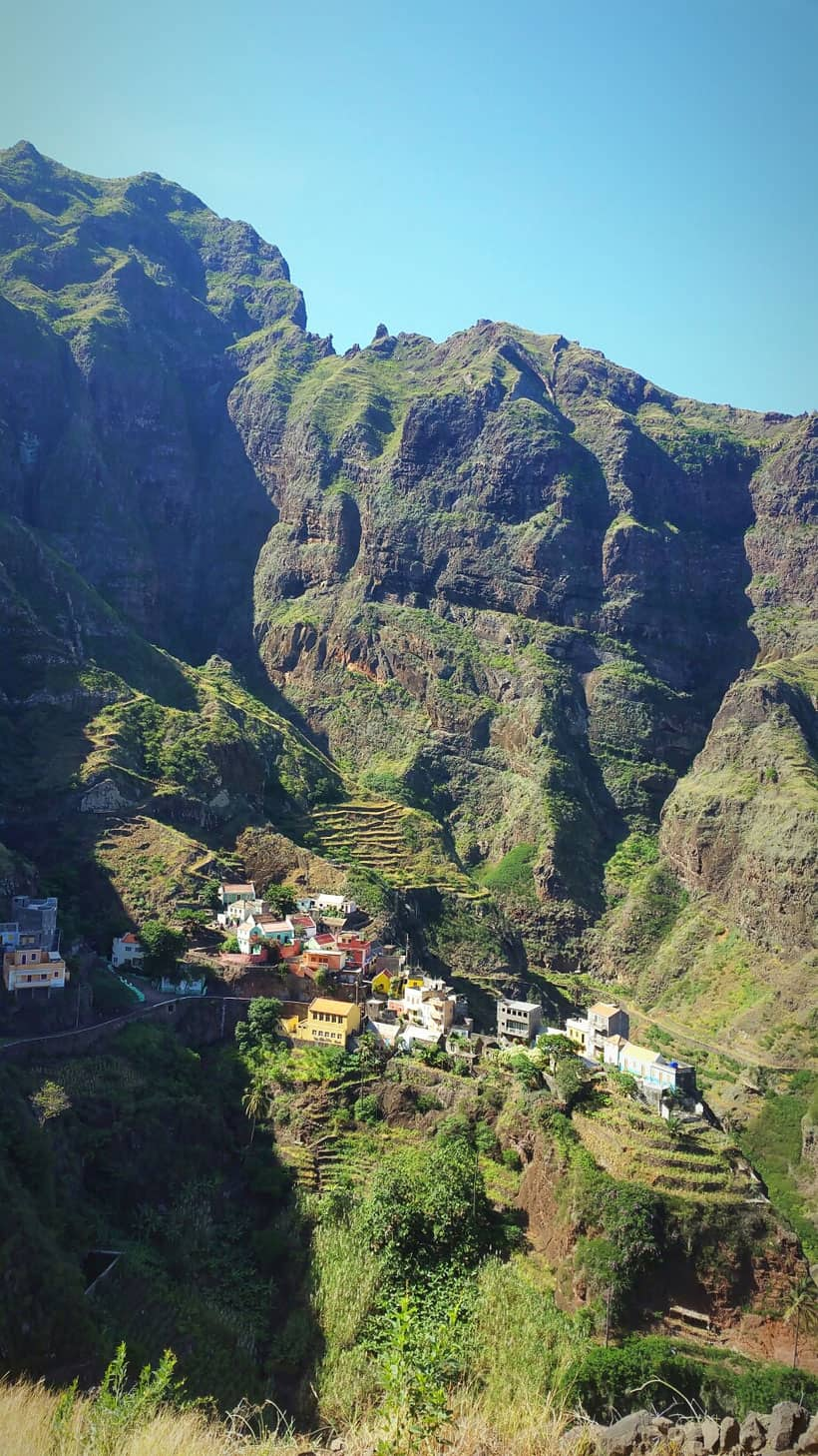 mindelo, cabo verde, cape verde,santo antao, hiking, trekking, hike, trail, what to do, sao vicente, food, restaurant, marina, boat, party, music, shopping, outdoor, ferry, africa, portugal, views, landscapes, ocean, paul, cap vert, fontainhas