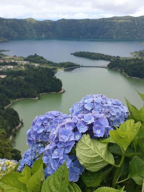 sete cidades, azores, sao miguel, hiking, senderismo, comer, eat, beber, drink, restaurante, hotel, hitchhiking, lago azul, portugal, travel, viajar