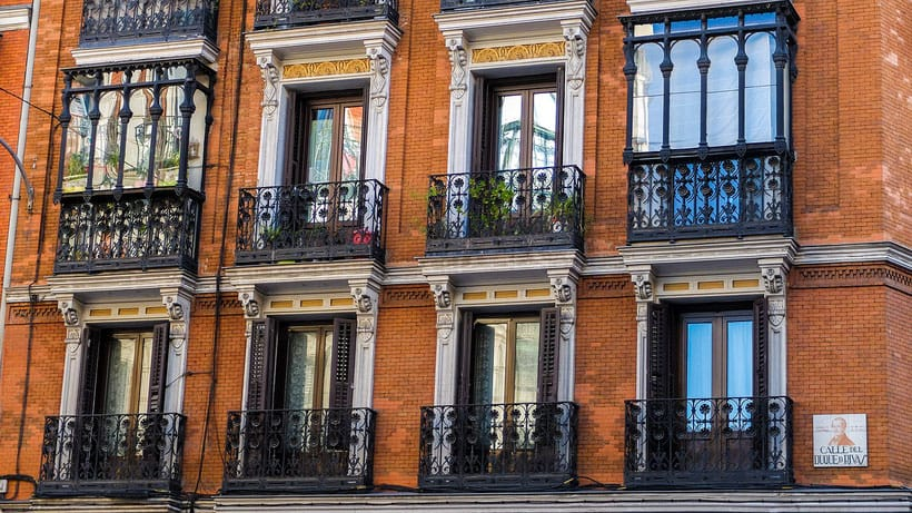 where to stay in madrid, spain, best neighborhoods to stay in madrid, what to do in madrid, hotel, resorts, city trip, city break, things to do madrid, prado, shopping, luxury, backpacker, tapas, boutique hotels, palace, where to eat, sol, bernabeu