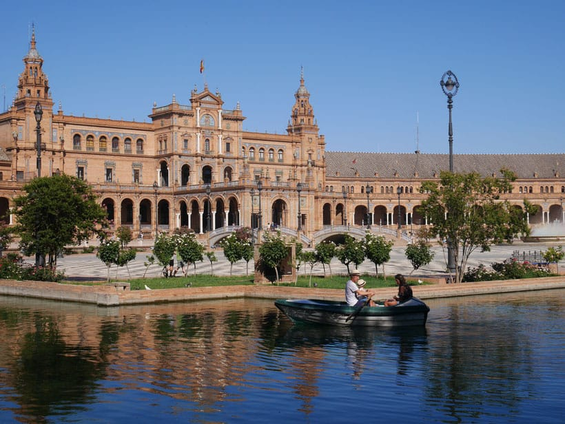 where to stay in spain, hotel, resort, spain, travel, blogger, recommend cheap, budget, deal, best place to stay, holiday letting, villa, barcelona, costa del sol, ibiza, luxury, accommodation, spanish, apartment, sef-catering, granada, alhambra, sevilla