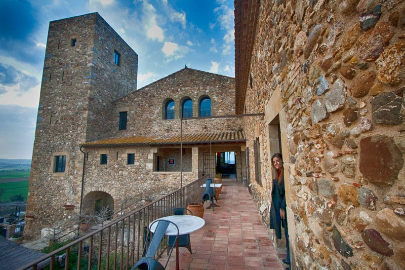 where to stay in spain, hotel, resort, spain, travel, blogger, recommend cheap, budget, deal, best place to stay, holiday letting, villa, barcelona, costa del sol, ibiza, luxury, accommodation, spanish, apartment, self-catering, girona, castle