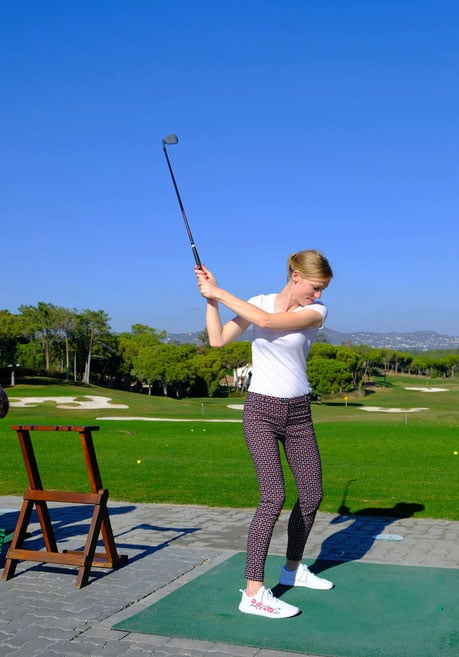 fun faro activities in winter, taking a swing with a golf club