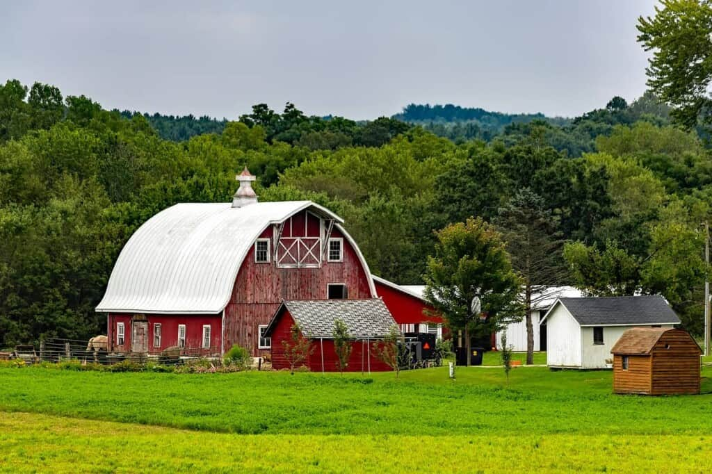 the best day trips from Milwaukee, barn in rural wisconsin, united states