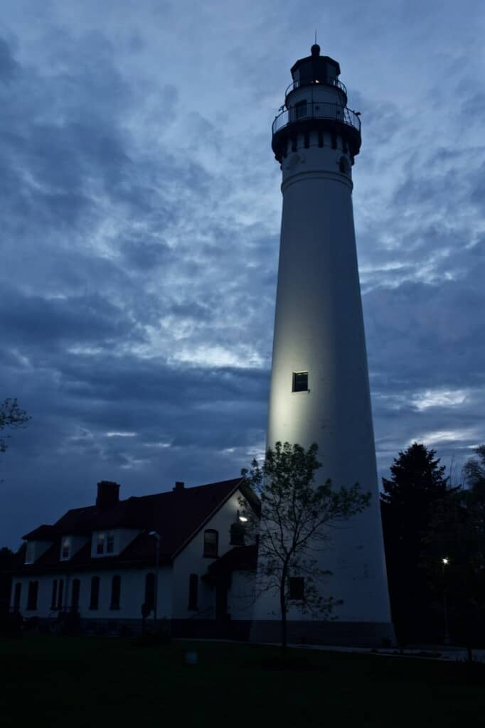 driving trips from milwaukee, historic lighthouse in racine wisconsin