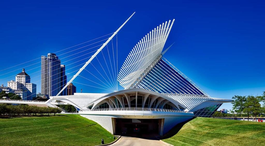 excursions from Milwaukee, view of milwaukee art museum