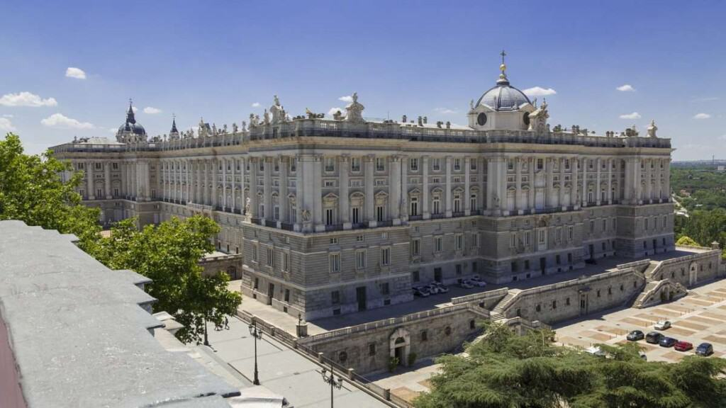 Best Neighborhoods in Madrid To Stay If You Are A Party Animal
