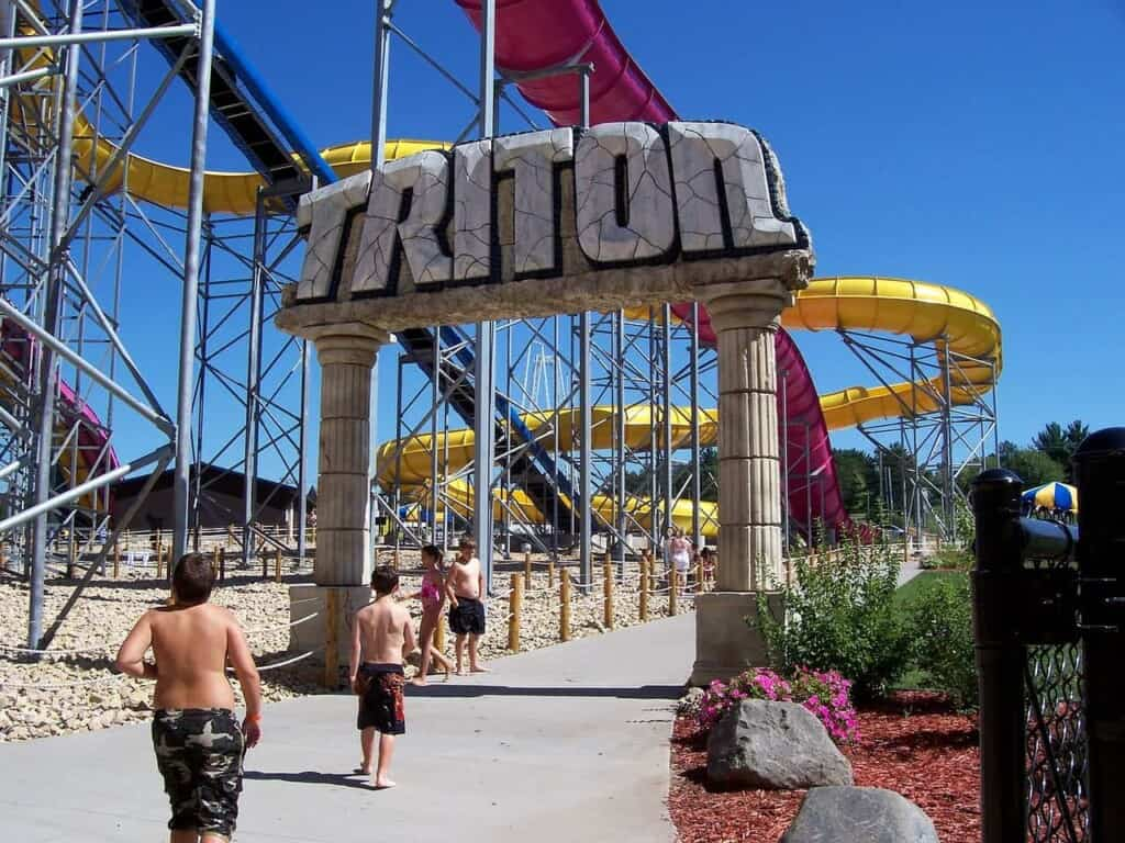 best places in wisconsin dells for families, kids running to ride the triton water slide