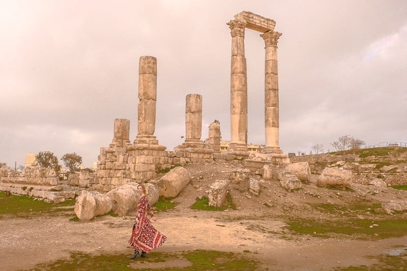 20 Fun Things To Do in Amman, Jordan, looking up at the Amman Citadel