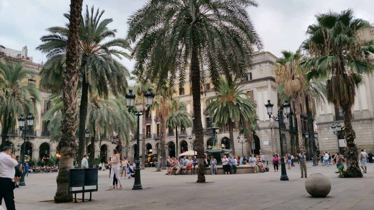 how ot spend 48 hours in barcelona, gaudi, shopping, food, tapas, sagrada familia, tickets, park guell, las ramblas, placa reial