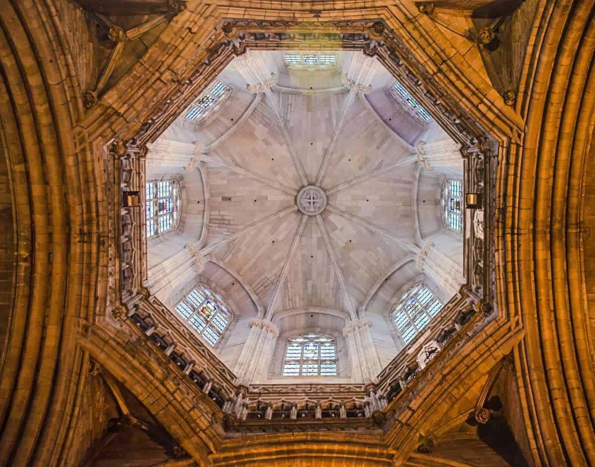 Most famous buildings in Barcelona, Ceiling of the Basilica de Santa Maria del Mar