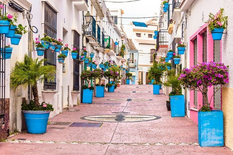 beautiful places spain, the best places in spain, street in estepona