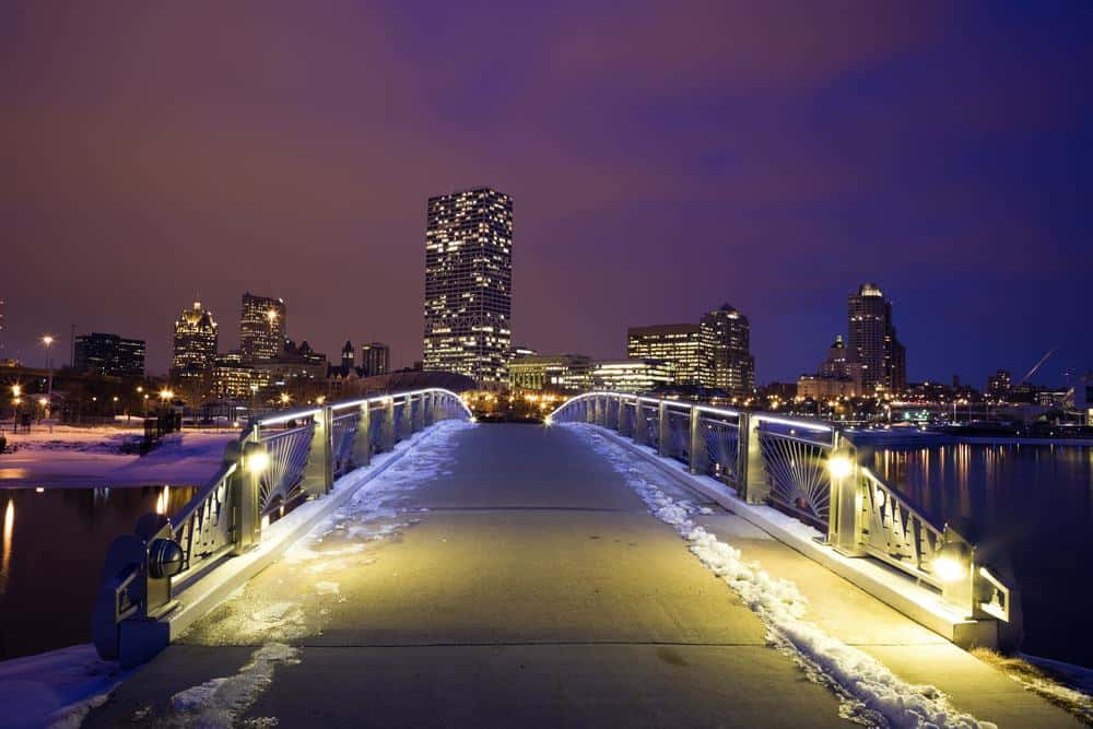 where to stay in milwaukee downtown, wisconsin, where to stay near milwaukee airport