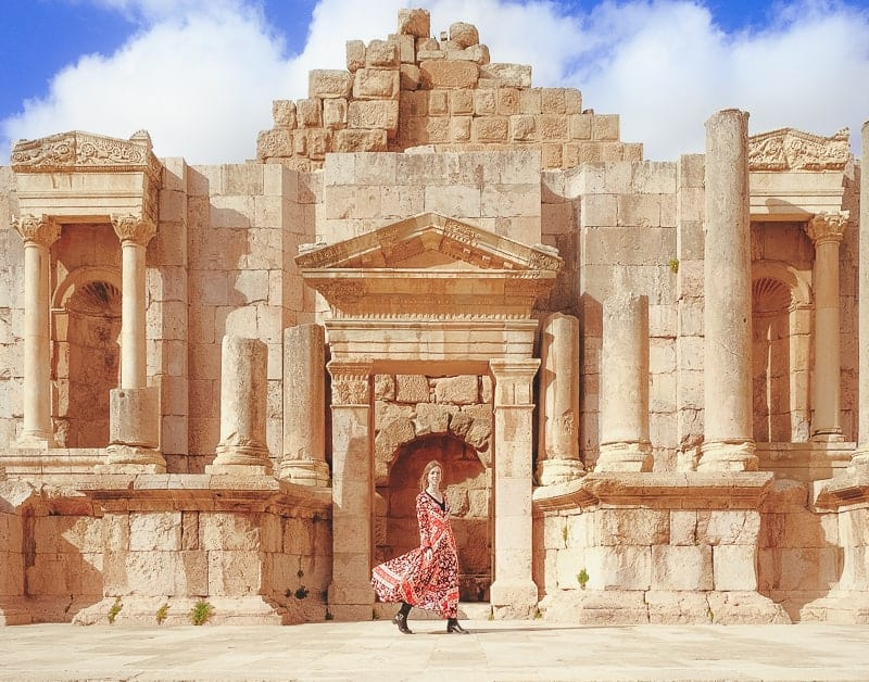 things to do in jordan, jerash from amman in front of Roman ruins