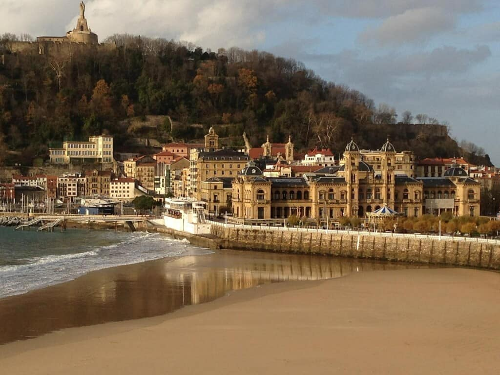 things to see in san sebastian, pintxos, architecture, ebaches, concha bay