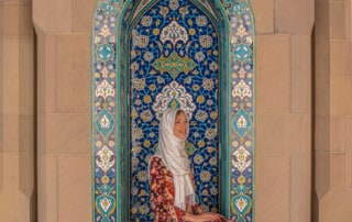 what to wear in oman, oman packing list, girl in muscat mosque, oman
