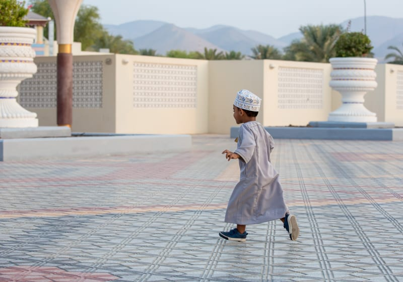 where to stay in muscat, oman, best hotels in oman, oman boy in traditional dress