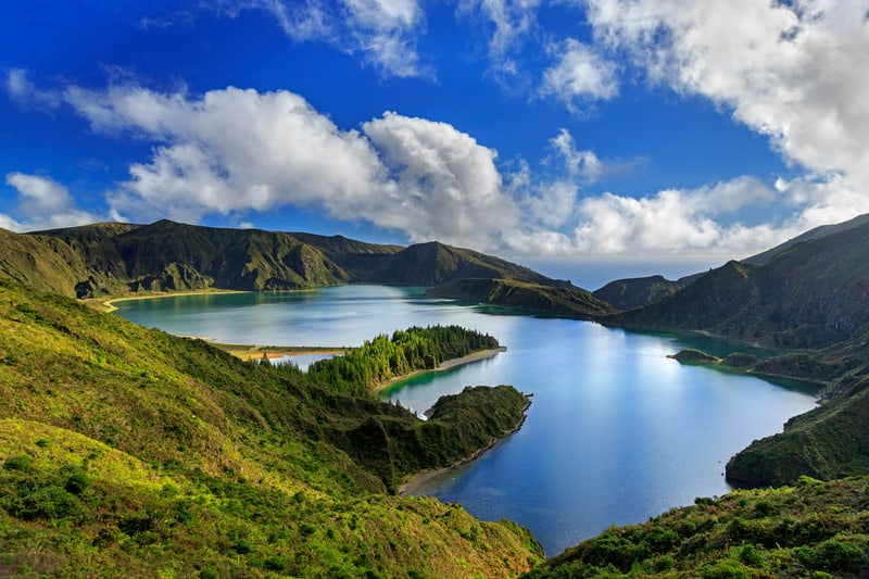 Hiking to Lagoa do Fogo, Sao Miguel, best hiking trails in azores
