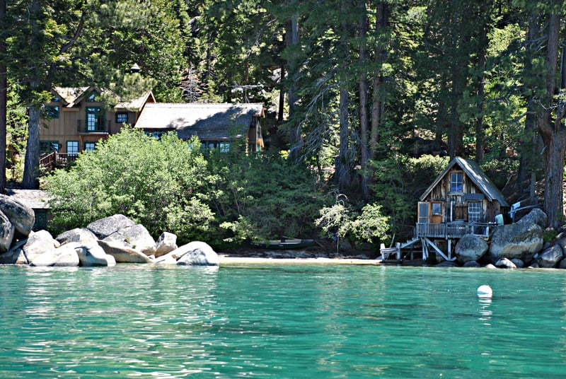 Staycation for couples , A lakefront cabin with vivid blueish-green water on Lake
