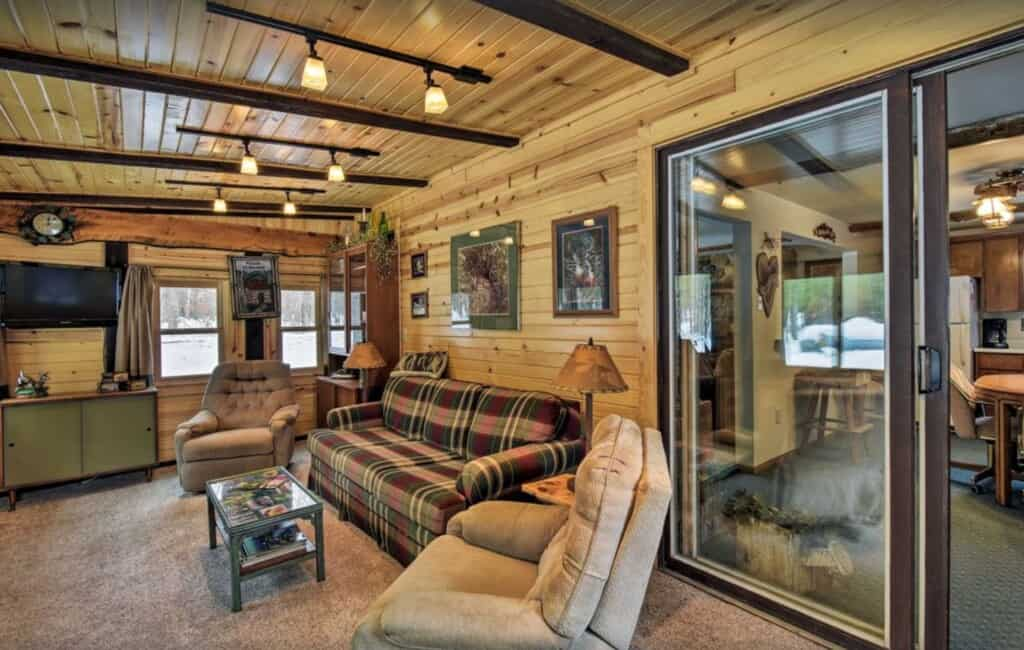 Best Airbnb in Wisconsin Dells for a Group of Friends, View of The Beautiful Whitetail Ridge