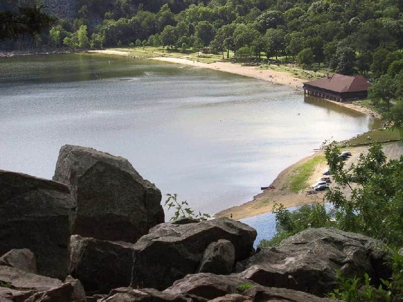 Best cool Beaches in Central Wisconsin, devils lake beach, wisconsin, baraboo, beach near wisconsin dells, USA