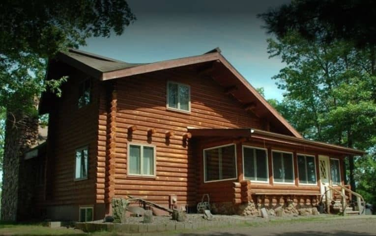 Best Resorts in Northern Wisconsin, Front view of cabin in the midst of green trees
