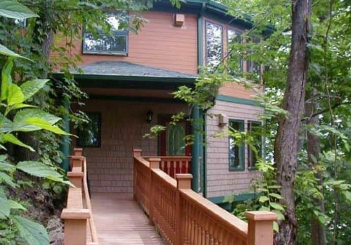 Best Resorts in Northern Wisconsin, Beautiful View of a Cabin, crafted cottage, wooded bluff