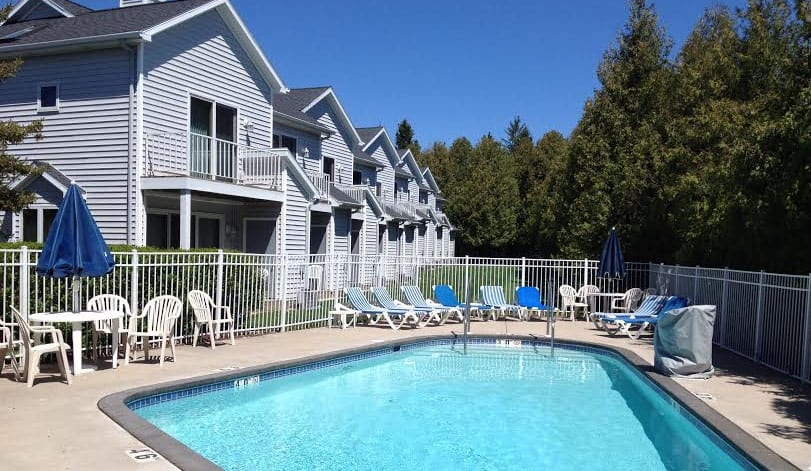 Best Resorts in Northern Wisconsin,Swimming Pool View and Resort View