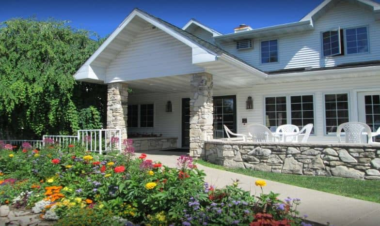 Best Door County kid-friendly resorts, Front Hotel View, and its accompanying Flower Garden