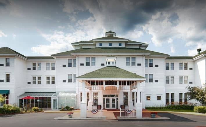 hotels near apostle islands, Front view of Best Western The Hotel Chequamegon