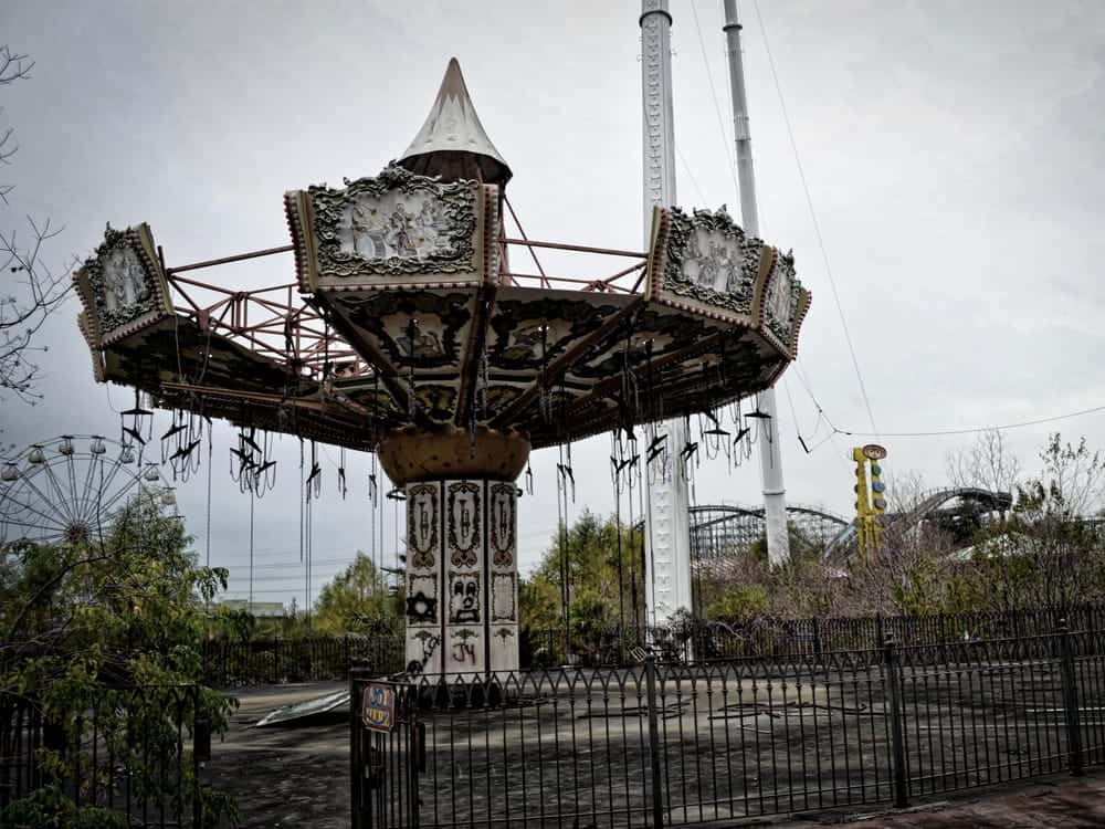 abandoned six flags theme park new orleans