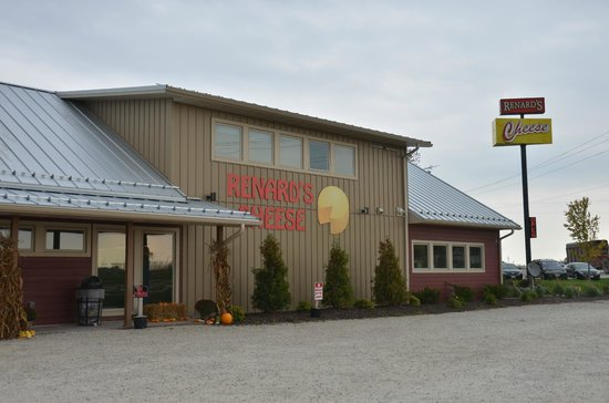 Best things to Do in Door County, WI , Front view of Renard's Cheese Shop, at Sturgeon Bay