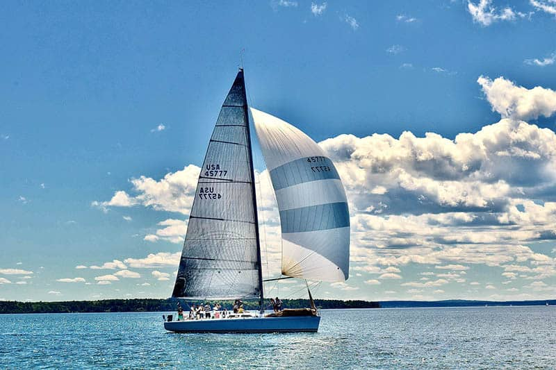 wisconsin weekend getaways for families, Sailing boats on blue water in Apostle Islands