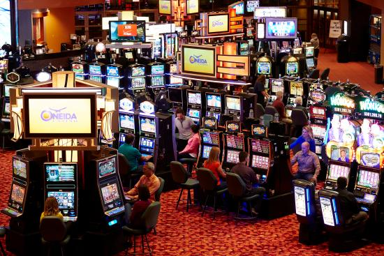 Things to do in Green Bay, Wisconsin, People playing games in Casinos in Green Bay Wisconsin