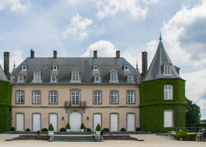 Hiking in Brussels, Front view of Domaine Solvay and the castle of La Hulpe