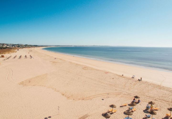 Best Beaches in Algarve for Party Lovers, Meia P