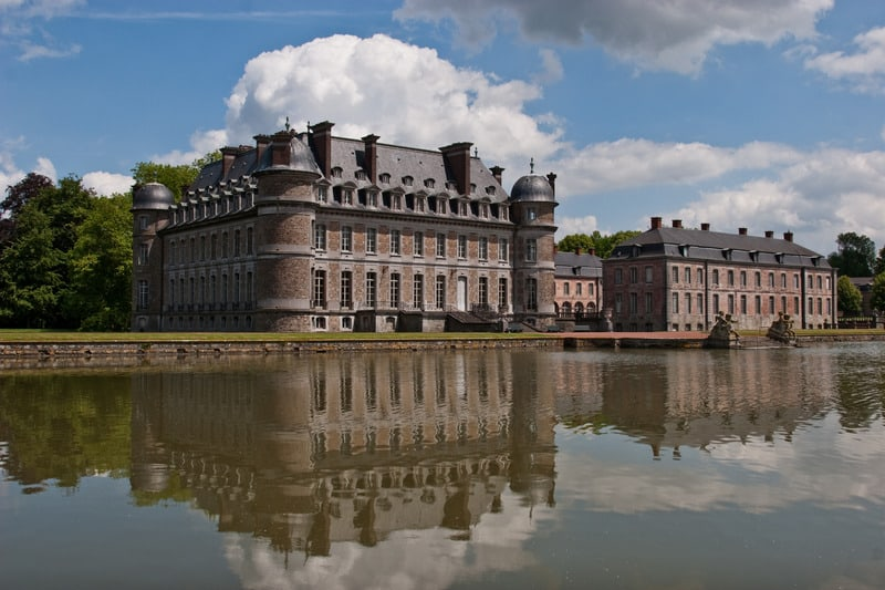 famous castles in belgium, view of Château de Beloeil reflected in water