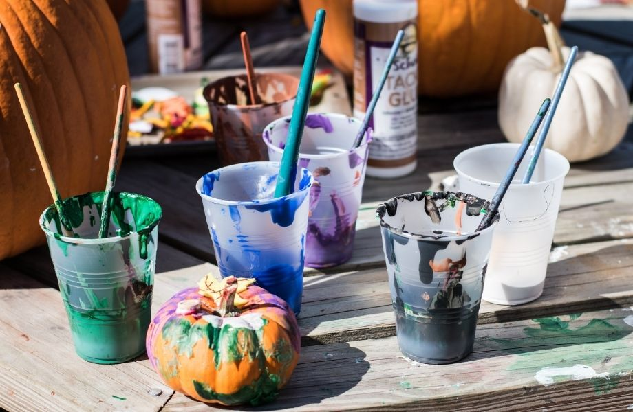 best fall events in wisconsin for kids, arts and crafts with pumpkins