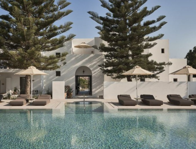 Best Luxury Hotels near Parikia, Paros island, pool with front view of hotel