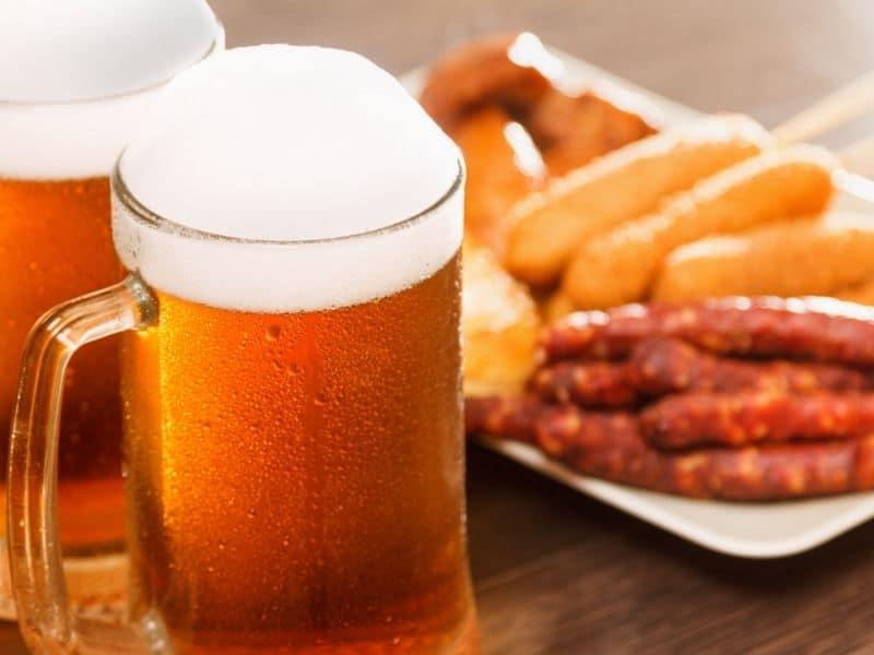 best fun things to do in Wisconsin in October, oktoberfest wisconsin beer sausages