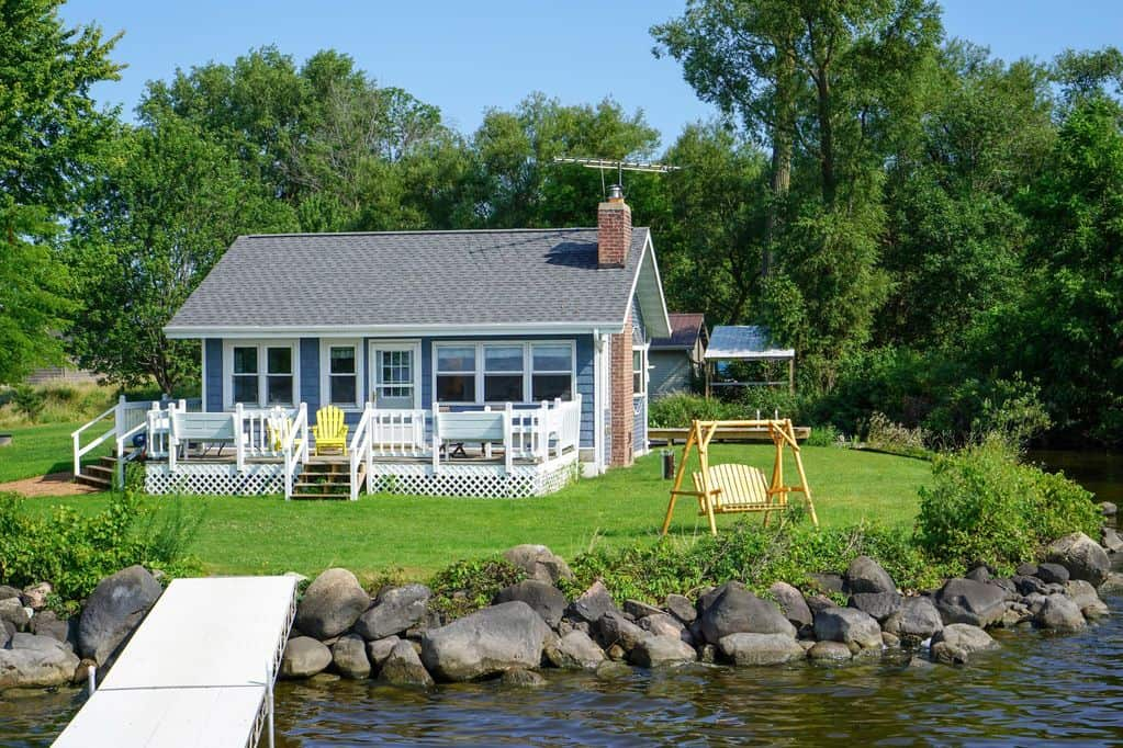 Romantic secluded cabins in wisconsin, Full view with lake side view of Cottage on Lake Poygan