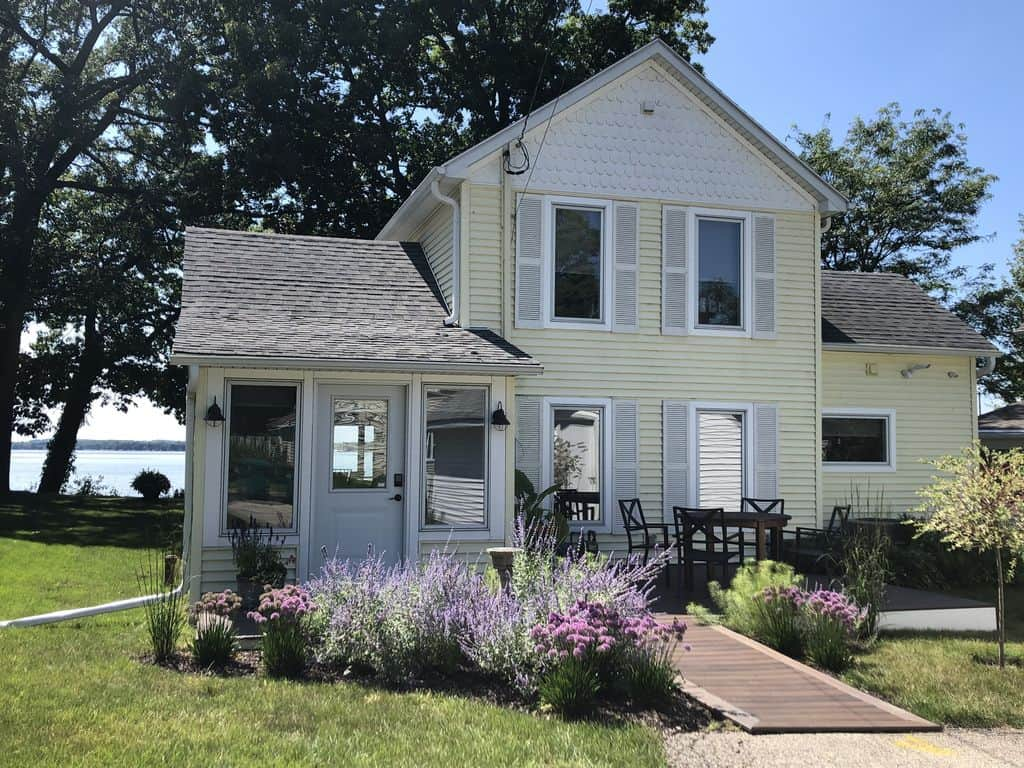 Best Luxury Cabins in South Wisconsin, front view of Madison Area Lakefront Home