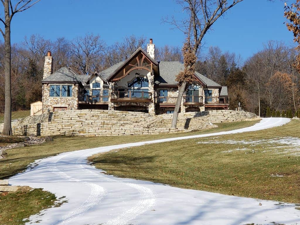 Best Luxury Cabins in Wisconsin, front view of Stonehaven Lodge